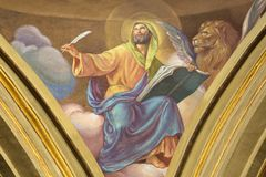 ТУРИН, ИТАЛИЯ - 13-ОЕ МАРТА 2017: Фреска St Mark евангелист в куполке Церков Chiesa di Santo Tommaso c Secchi стоковое фото rf
