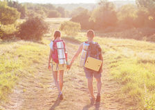2 туриста с рюкзаками на плато Стоковые Изображения