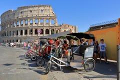 4 туриста pedicab ждать в Риме, Италии Стоковое Изображение RF