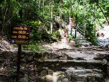 Туристическая информация подписывает на чем национальный парк Sadet на Koh Pha Стоковое фото RF