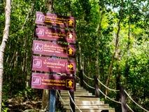 Туристическая информация подписывает на чем национальный парк Sadet на Koh Pha Стоковые Фотографии RF
