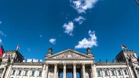 Туристические достопримечательности немецкого прописного правительства Reichstag Берлина polular видеоматериал