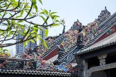 Туристические достопримечательности ` s Гуанчжоу, Китая известные, зала Chen родовая, крыша с процессом прессформы известки для т Стоковое фото RF