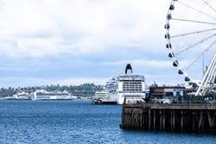 Туристические судна состыкованные в Сиэтл Стоковое Изображение RF