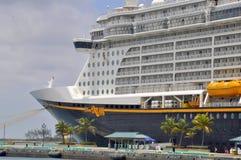 Туристическое судно в Нассау, Багамские острова мечты Дисней Стоковые Фото