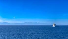 Туристическое судно на океане Стоковая Фотография RF