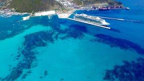 Туристическое судно на острове St Martin порта Стоковые Фотографии RF