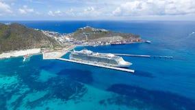 Туристическое судно на острове St Martin порта Стоковая Фотография