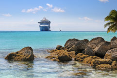 туристическое судно пляжа тропическое Стоковые Изображения RF