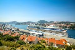Туристическое судно AIDAblu в Дубровнике Стоковое Фото