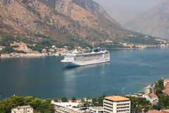 Туристическое судно MSC Musica в заливе Kotor Стоковое Изображение RF