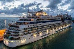 Туристическое судно Sol AIDAsol Aida на порте порта круиза Civitavecchia/Рима в Италии стоковая фотография