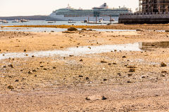 Туристическое судно во время отлива в гавани бара Стоковые Фотографии RF