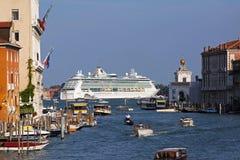 Туристическое судно в Венеции Стоковые Фото