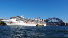 Туристическое судно в гавани Сиднея, Австралии Стоковая Фотография RF