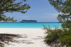 Туристическое судно в расстоянии Стоковое Изображение