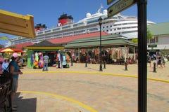 Туристическое судно Дисней состыкованное на порте Фолмута стоковое изображение rf