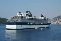 Туристическое судно знаменитости в Хорватии стоковое фото