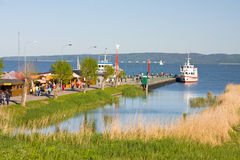 Туристическое судно на доке Стоковые Фотографии RF