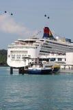Туристическое судно на порте в Сингапуре Стоковое фото RF