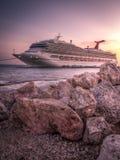 Туристическое судно на сумраке Стоковое фото RF