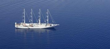Туристическое судно от воздуха Стоковые Изображения RF