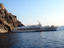 Туристическое судно сапфира в Средиземном море Sandorini Стоковые Изображения
