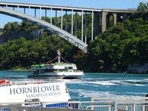 Туристическое судно для Ниагарского Водопада стоковые фото