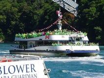 Туристическое судно для Ниагарского Водопада стоковые изображения rf