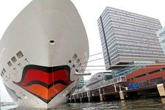 Туристическое судно AIDAsol в порте Амстердама, Нидерланды стоковое изображение rf
