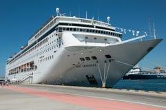 Туристическое судно MSC Armonia в Пирее стоковое фото