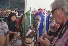 475 туристов получили с начала Volendam туристического судна голландского полагаясь на порте Emas Tanjung в Semarang Стоковая Фотография