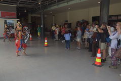 475 туристов получили с начала Volendam туристического судна голландского полагаясь на порте Emas Tanjung в Semarang Стоковые Изображения