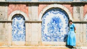 Туристская близко внешняя стена дворца Estoi Стоковые Фото