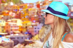 Туристская женщина наслаждаясь Италией Стоковое фото RF