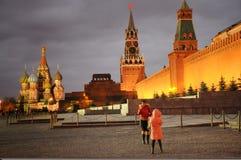 Туристская принимая красная площадь st фото Стоковое Изображение RF