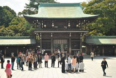 Туристская святыня Meiji Jingu посещения стоковое фото