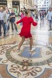 Туристская традиция в галерее Виктора Emmanuel II, милан Стоковая Фотография RF