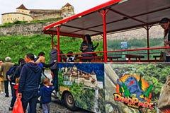 Туристская цитадель Трансильвания Румыния Râşnov поезда стоковое изображение rf