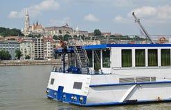 Туристская шлюпка на реке Дунае стоковое изображение rf