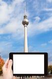 Туристские фотоснимки башни ТВ в Берлине Стоковое Изображение RF