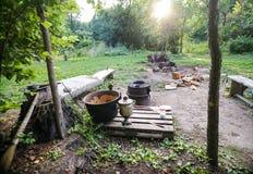 Туристский лагерь в утре Стоковые Фотографии RF