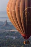 Туристский горячий полет воздушного шара - Bagan - Мьянма Стоковые Изображения RF