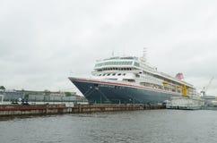 Туристский корабль на пристани Стоковая Фотография