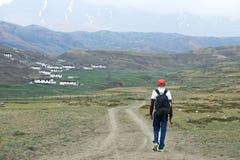 Туристский пеший туризм в горах Индии Стоковая Фотография RF