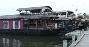 Туристский плавучий дом Alleppey Керала Индия акции видеоматериалы