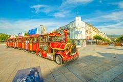 Туристский поезд в квадрате республики стоковые фотографии rf