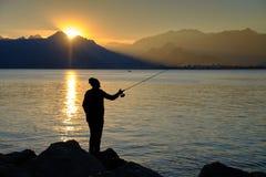 Туристский принимая заход солнца стоковые фотографии rf