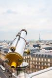 Туристский телескоп над ландшафтом Парижа Стоковые Изображения RF