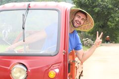 Туристский управляющ мото-такси в Азии стоковые изображения